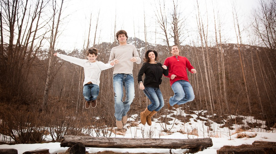 Winter Family Session in the Snow | Anchorage Family Photographer | Marilyn Jeffers Photography