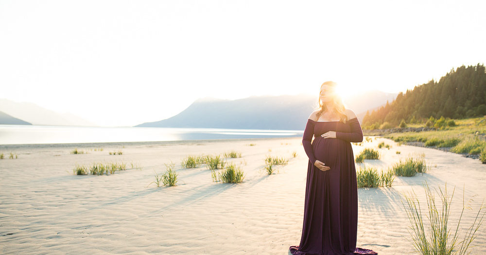 Ocean meets Mountains Maternity | Anchorage & Girdwood Maternity Photographs | Marilyn Jeffers Photography