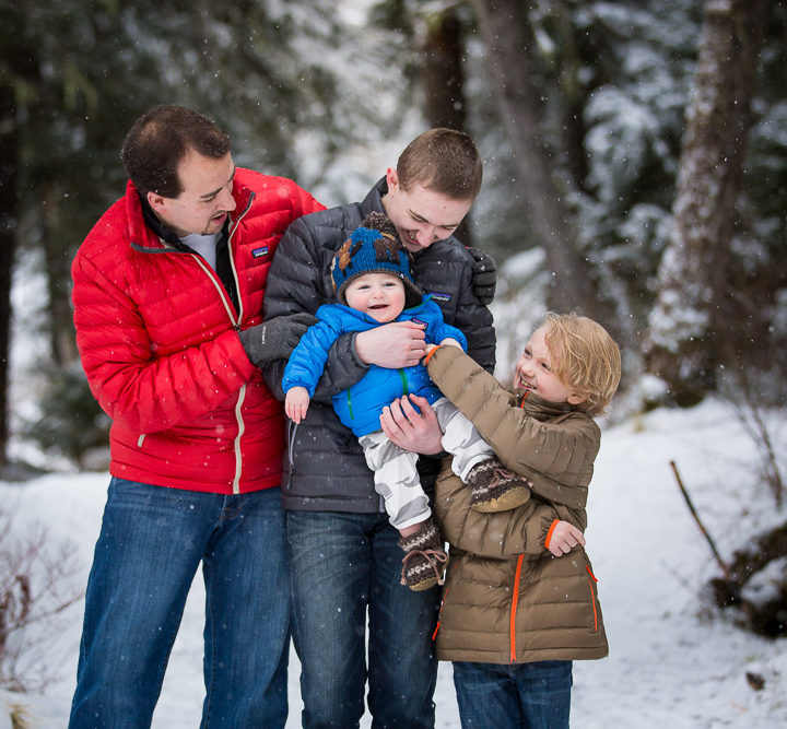 Snow is falling in Alaska | Snowy Family Photo in Anchorage & Girdwood Alaska | Marilyn Jeffers Photography