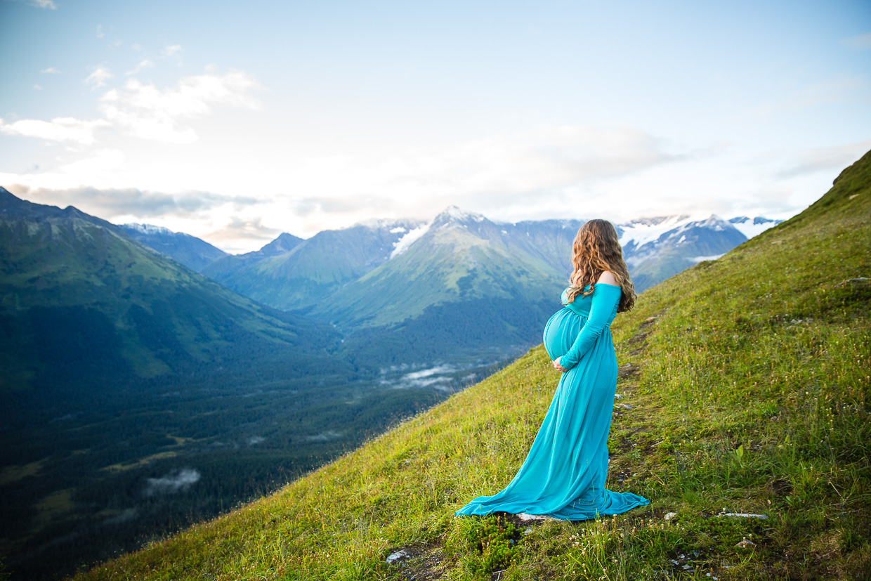 Alaska Summer Maternity in the Mountains | Pregnancy Photos in Anchorage & Girdwood Alaska | Marilyn Jeffers Photography
